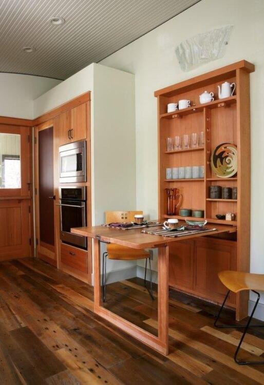 Hình ảnh cận cảnh bàn ăn thông minh bằng gỗ có thể gấp gọn vào tủ tường