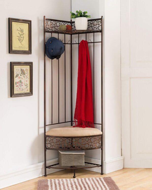 Hình ảnh mẫu ghế góc đẹp, chạm khắc hoa văn tinh tế tạo điểm nhấn cho lối vào