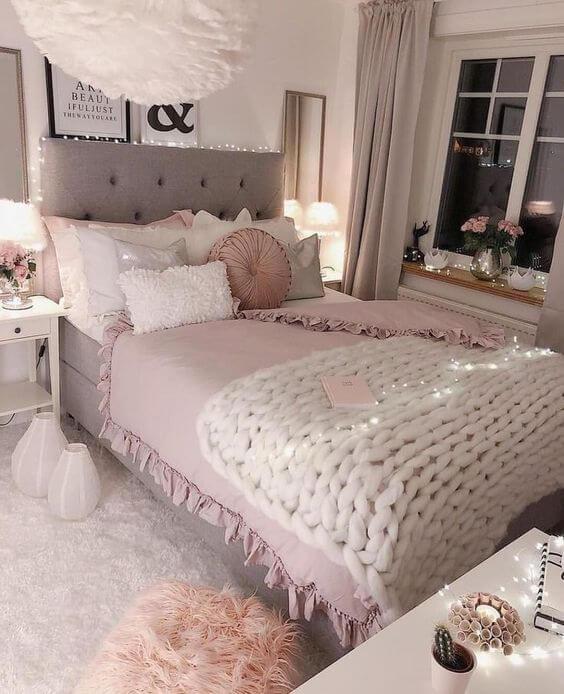Hình ảnh minh họa cho việc trang trí phòng ngủ con gái tuổi teen với tông màu trung tính chủ đạo