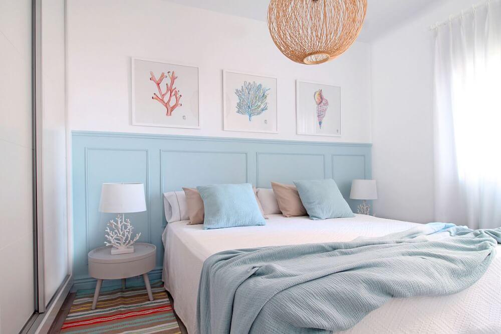 Hình ảnh phòng ngủ nhỏ kết hợp màu trắng và xanh nhạt
