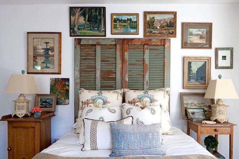 Hình ảnh phòng ngủ ấn tượng với tường đầu giường được trang trí bằng cửa sổ chớp