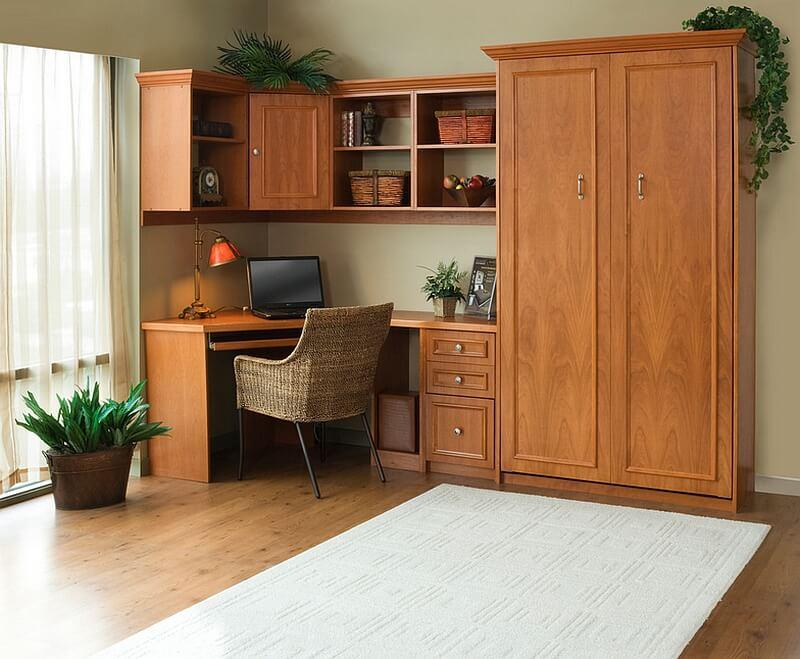 Ảnh cận cảnh văn phòng tại gia với hệ tủ kệ và bàn gỗ tự nhiên màu sáng
