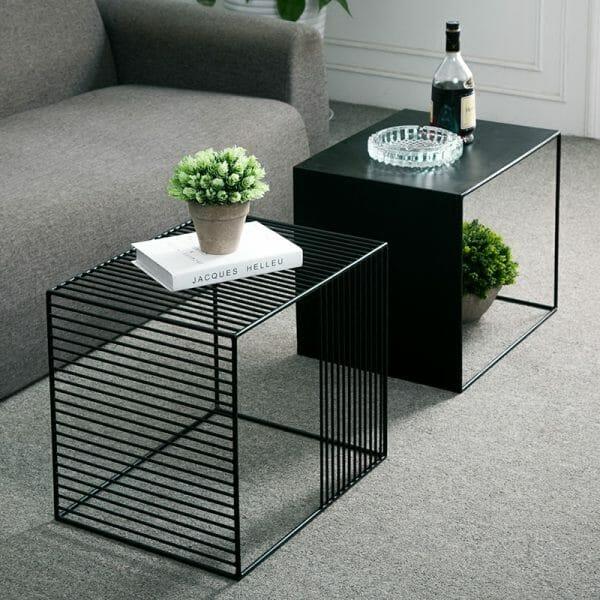 Hình ảnh mẫu bàn lồng bằng kim loại màu đen cá tính