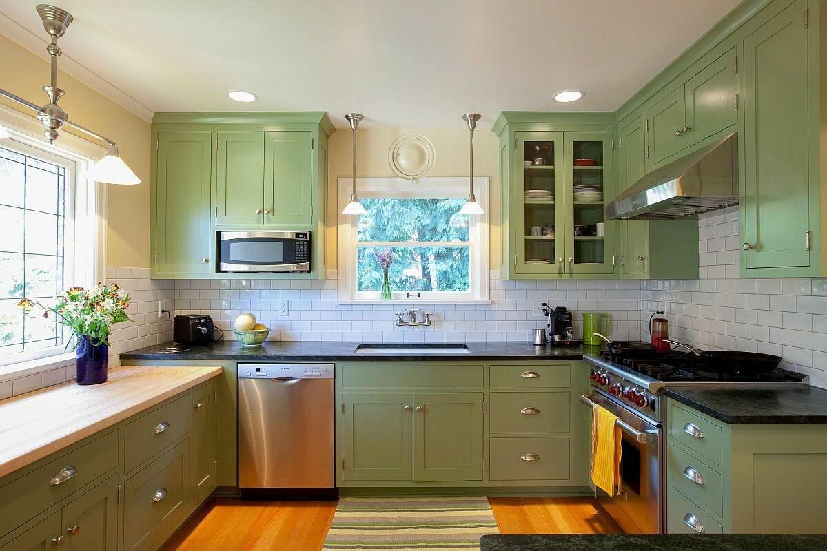 hình ảnh phòng bếp với hệ tủ màu xanh lá cây nhẹ nhàng