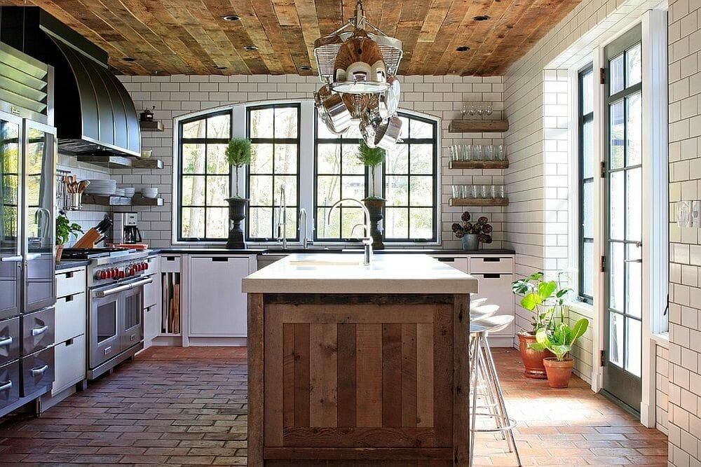 Hình ảnh phong bếp mùa hè với trần ốp gỗ, đảo bếp làm từ gỗ tự nhiên mộc mạc
