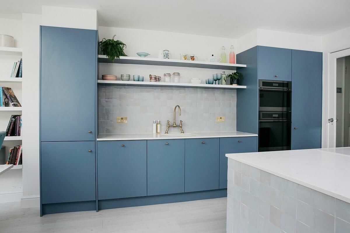 hình ảnh phòng bếp hiện đại màu xanh nhạt