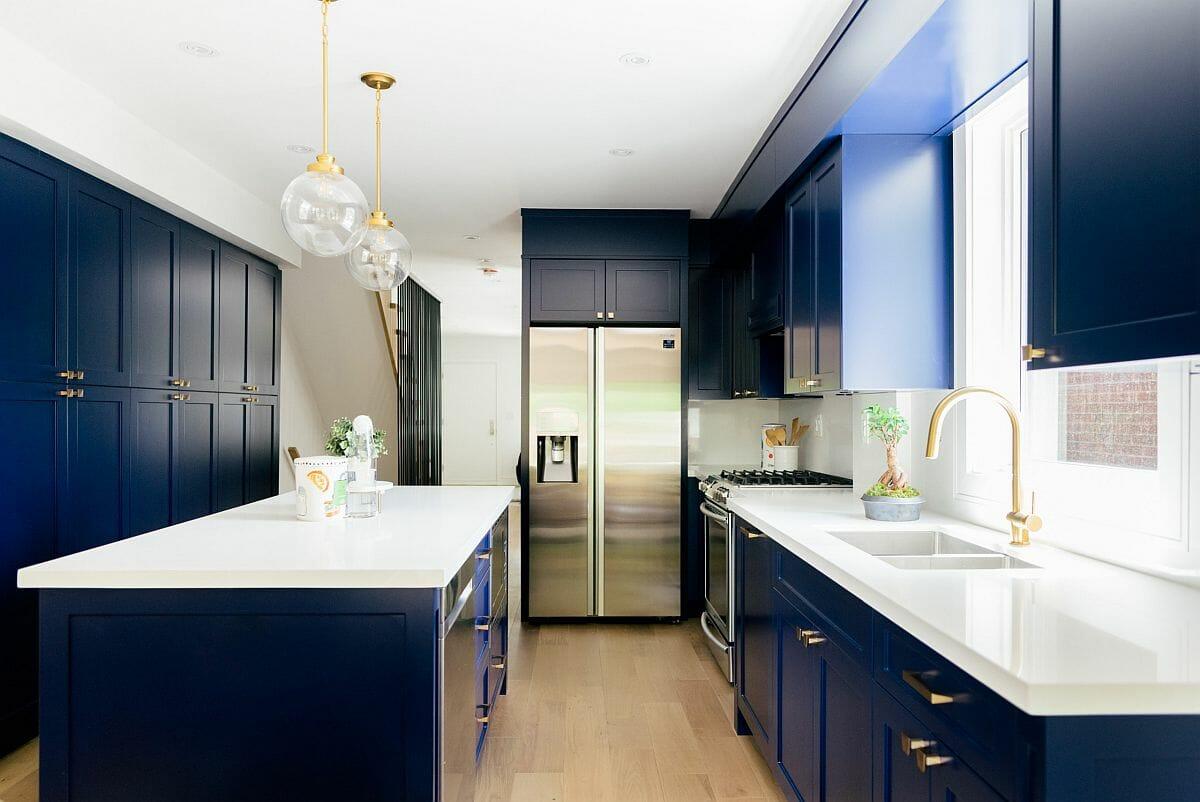 hình ảnh phòng bếp màu trắng - xanh nước biển