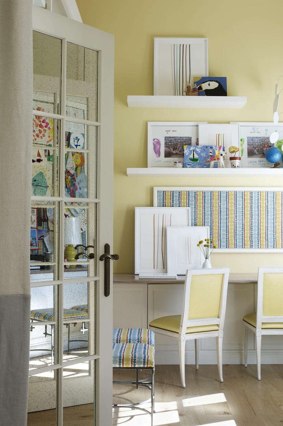 hình ảnh phòng của trẻ màu vàng dịu nhẹ