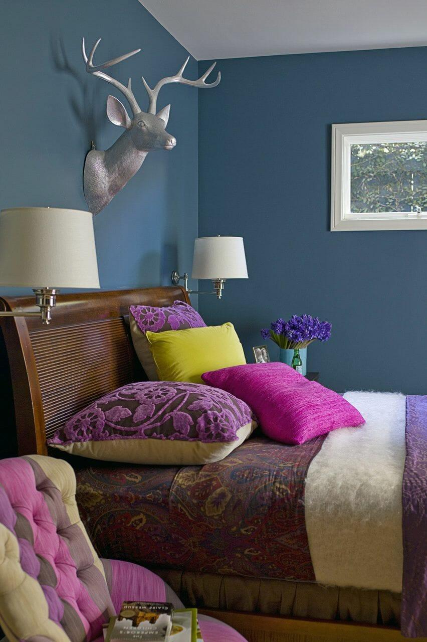 hình ảnh phòng ngủ tông màu khổng tước tươi sáng