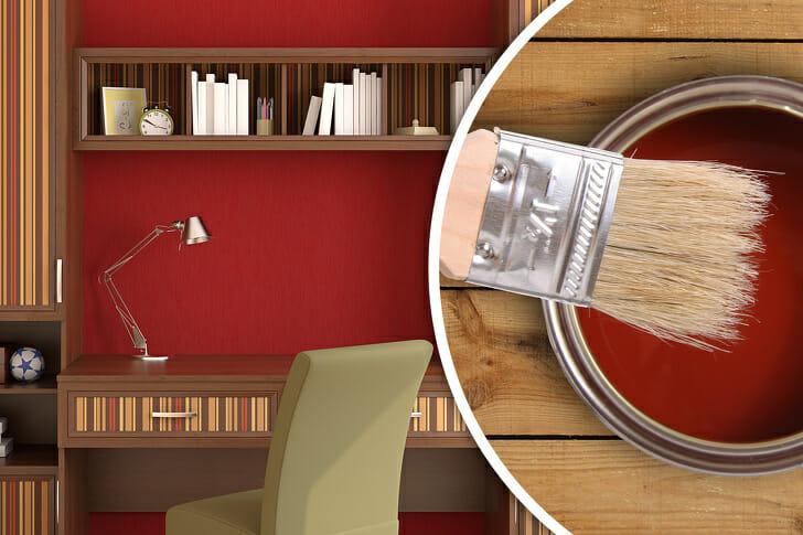 hình ảnh một góc phòng làm việc với tường sơn đỏ, giá sách âm tường