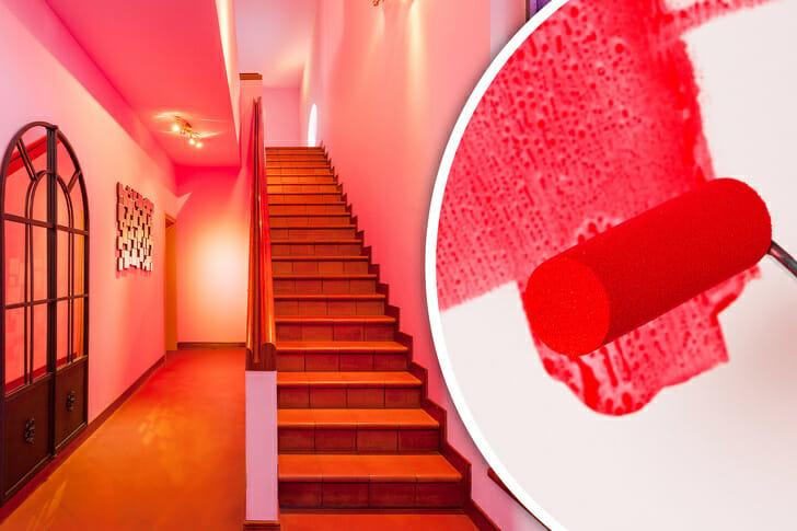 hình ảnh tường, trần khu vực cầu thang được sơn màu hồng