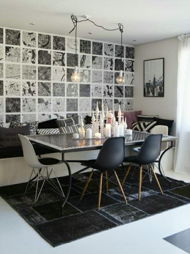 hình ảnh phòng ăn nhỏ với tường ốp gạch đen trắng, đèn thả sợi đốt