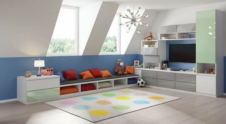 hình ảnh phòng chơi trên gác mái màu xanh - trắng thanh lịch, ghế ngồi kiêm hộc lưu trữ gối