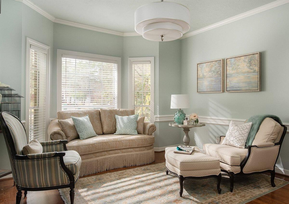 hình ảnh phòng khách mang hơi hướng cổ điển với tường sơn màu xanh mint nhẹ nhàng