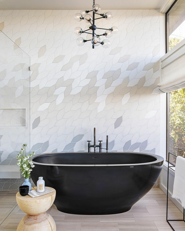 hình ảnh cận cảnh bồn tắm màu đen ấn tượng