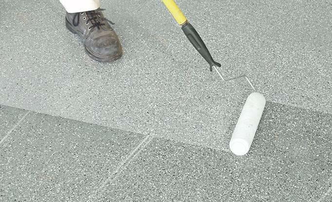 hình ảnh minh họa cho việc thi công sơn chống trơn trượt nhà tắm
