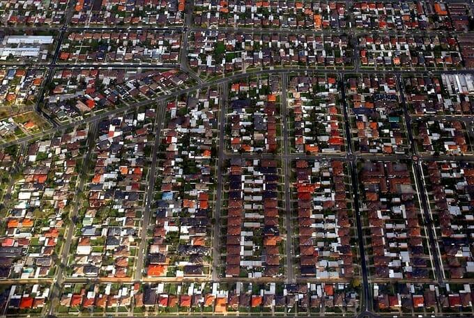 Các căn nhà tại ngoại ô Sydney (Australia). Ảnh: Reuters