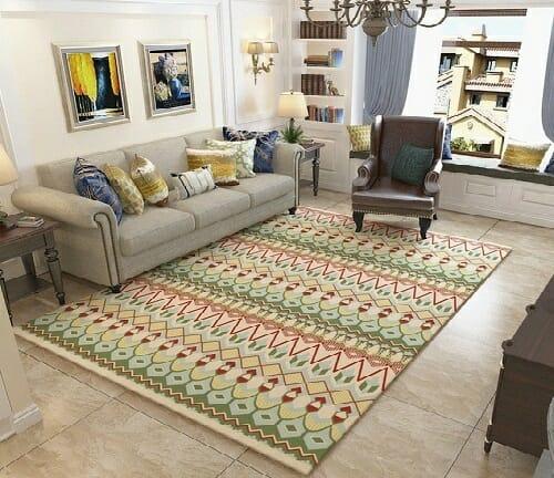 hình ảnh phòng khách phong cách cổ điển với ghế sofa, ghế bành thư giãn, tranh treo tường, thảm trải họa tiết màu sắc bắt mắt.