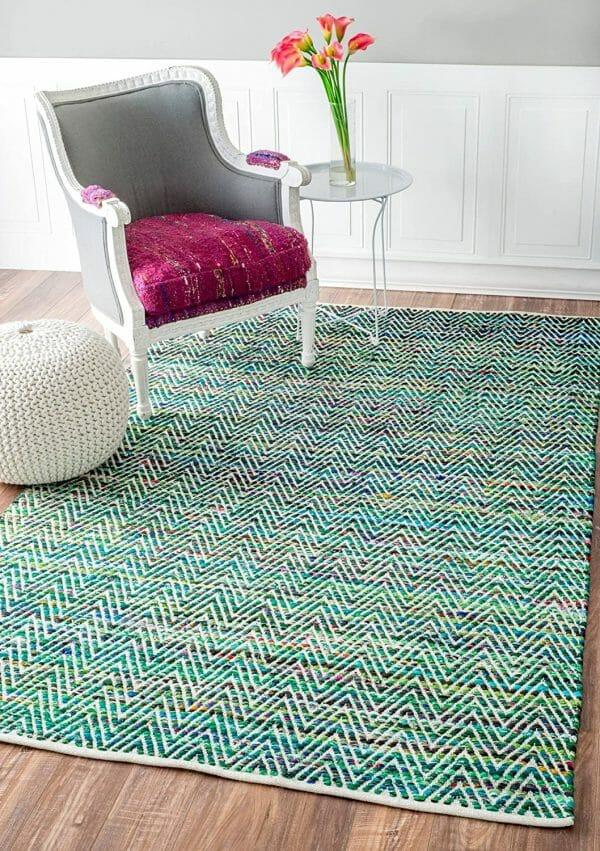 hình ảnh thảm trải sàn mùa hè với màu xanh lá, xanh dương kết hợp họa tiết zic zac