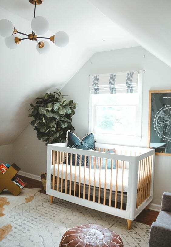 Phong cách chiết trung cũng hoàn toàn phù hợp cho phòng ngủ của các thiên thần nhỏ. Căn phòng này là một ví dụ.