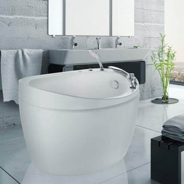hình ảnh cận cảnh mẫu bồn tắm nhỏ nhưng sâu kiểu Nhật