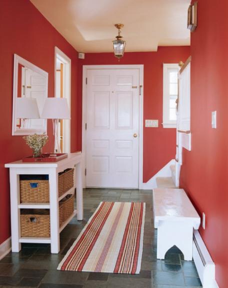hình ảnh lối vào nhà ấn tượng với tường sơn màu đỏ