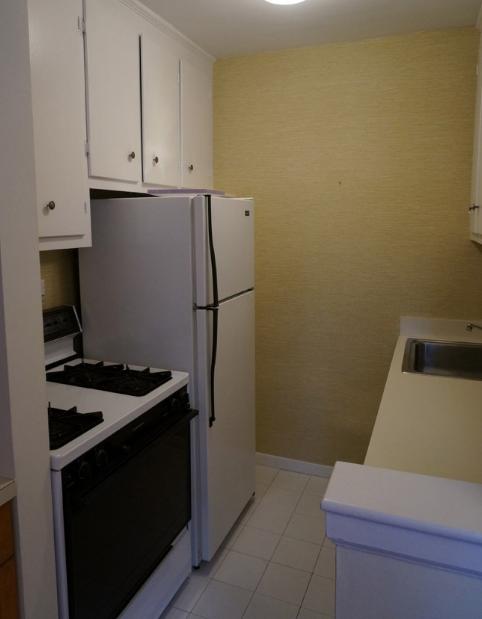hình ảnh phòng bếp nhỏ lạc hậu, đơn điệu trước cải tạo