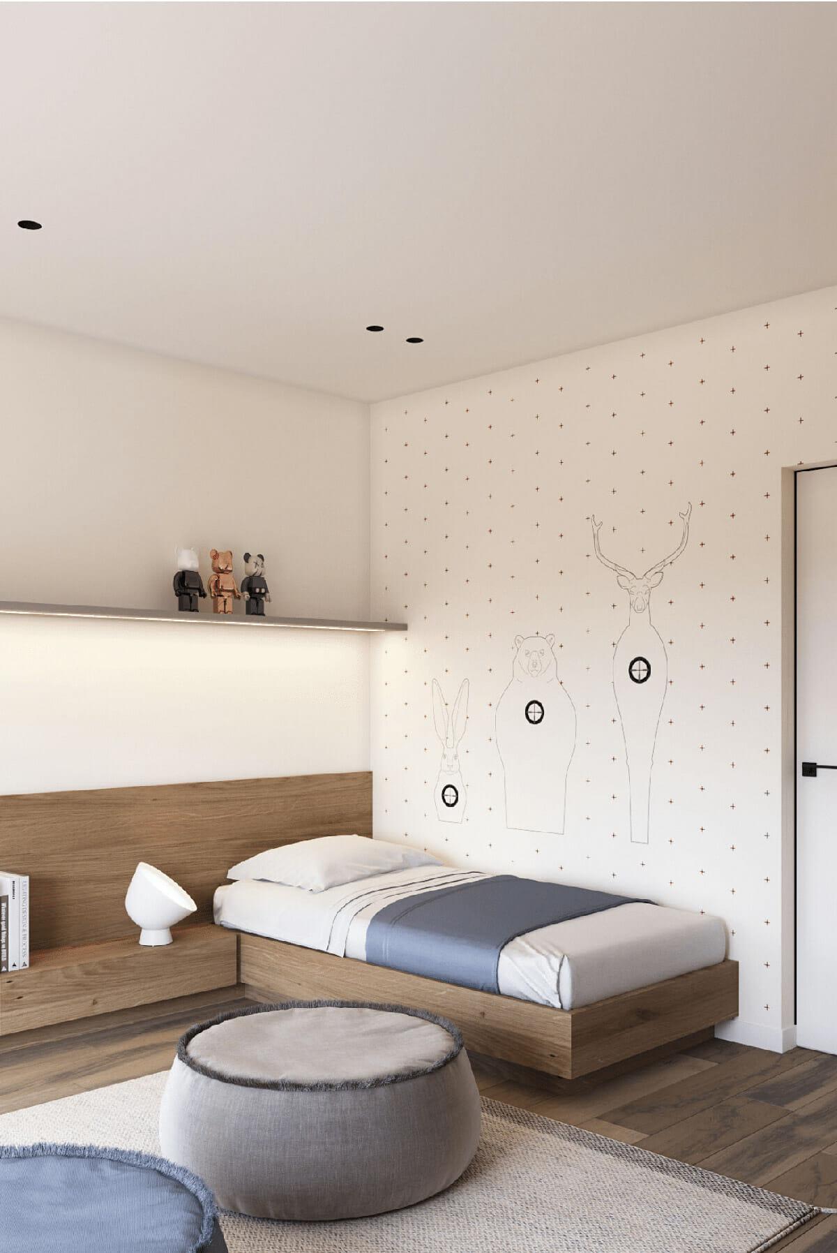 hình ảnh góc phòng ngủ của bé với giường đơn, giấy dán tường họa tiết động vật ngộ nghĩnh
