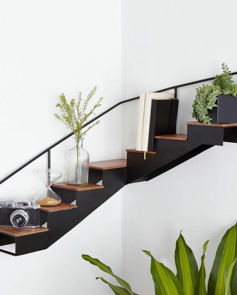 hình ảnh mẫu kệ góc cầu thang với các bậc thang lưu trữ đẹp mắt