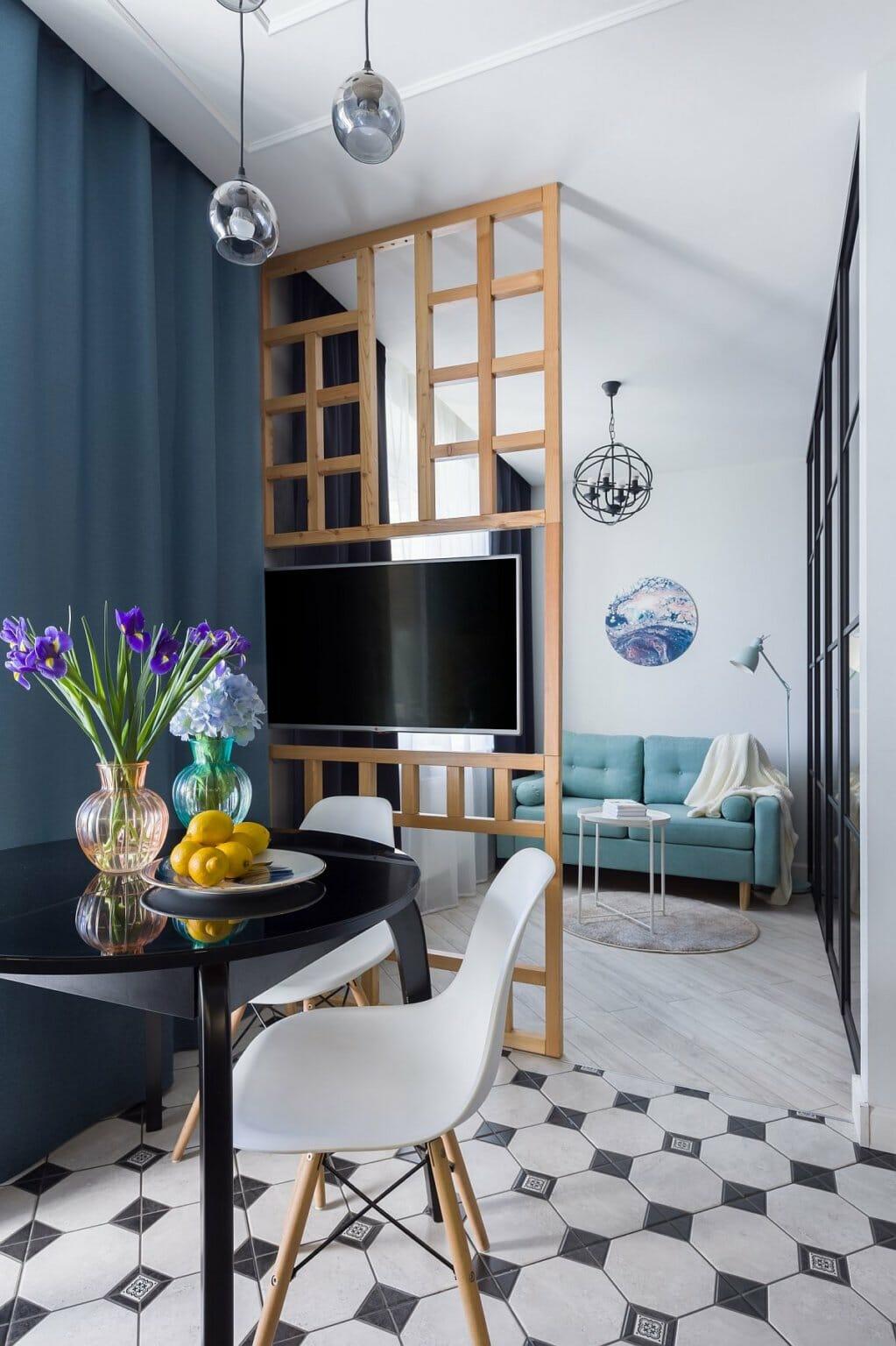 hình ảnh phòng ăn liền kề phòng khách trong căn hộ nhỏ