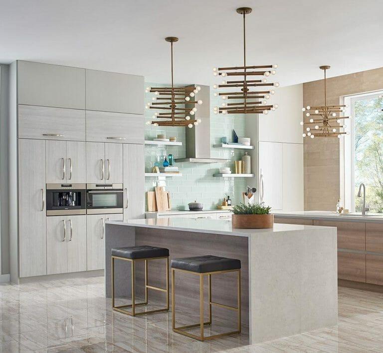 hình ảnh phòng bếp thoáng sáng, tiện nghi, sử dụng gạch giả đá lát sàn