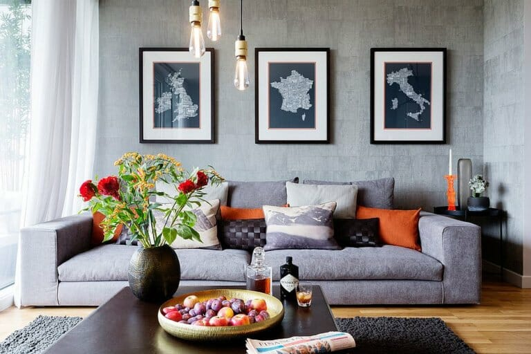 Phòng khách phong cách đương đại màu xám được chiếu sáng bằng bóng đèn Edison - một không gian sống hoàn hảo như tranh vẽ.