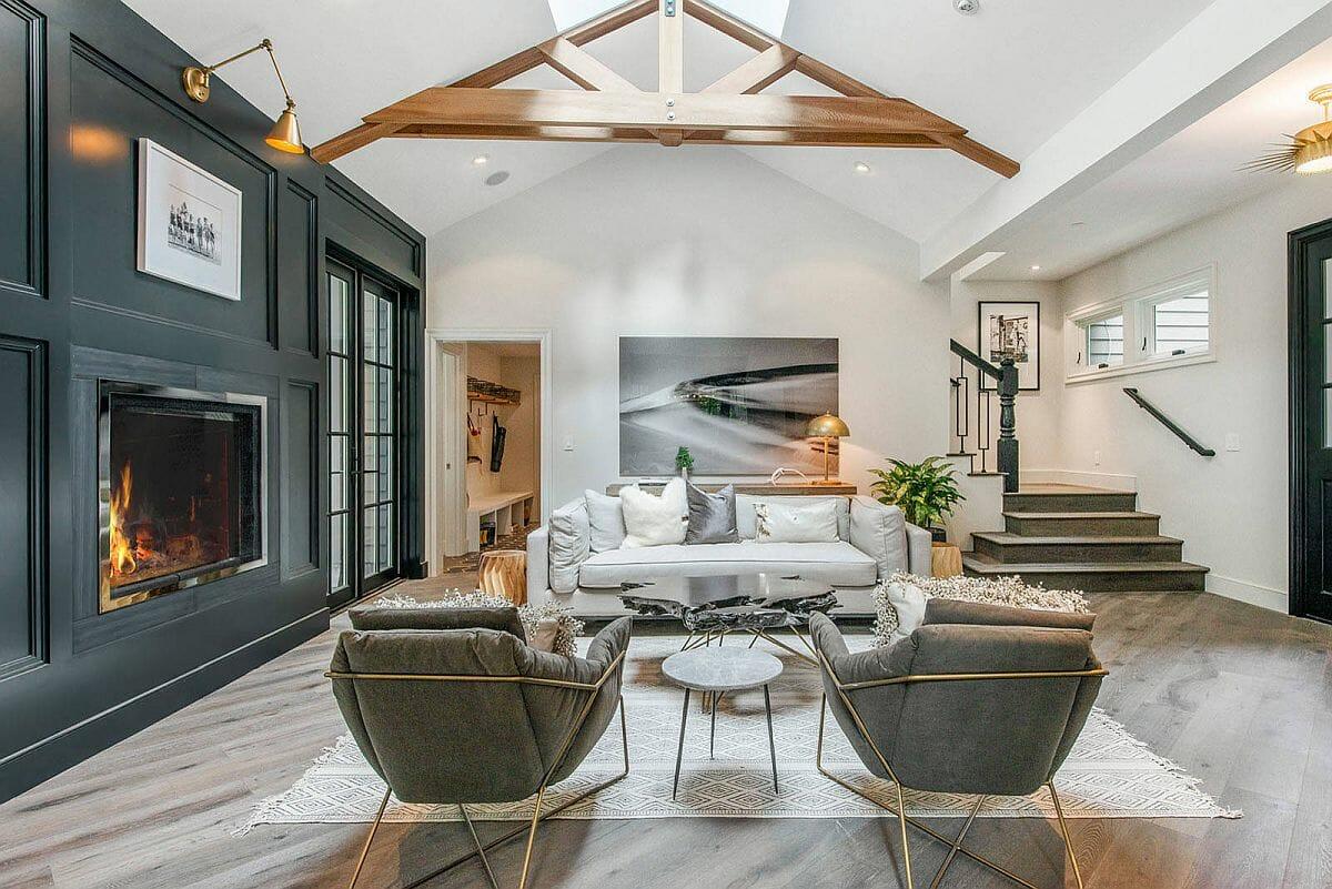 Giếng trời lớn kết hợp với trần hình vòm mang lại cho phòng khách này một cái nhìn độc đáo, hấp dẫn hơn so với thiết kế thông thường.