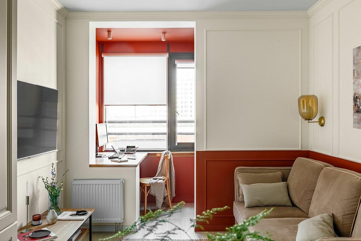 hình ảnh phòng làm việc tại nhà thoáng sáng, tường và khung cửa sơn màu đỏ cam