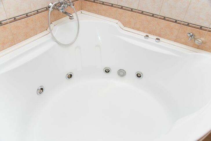 hình ảnh cận cảnh bồn tắm nằm