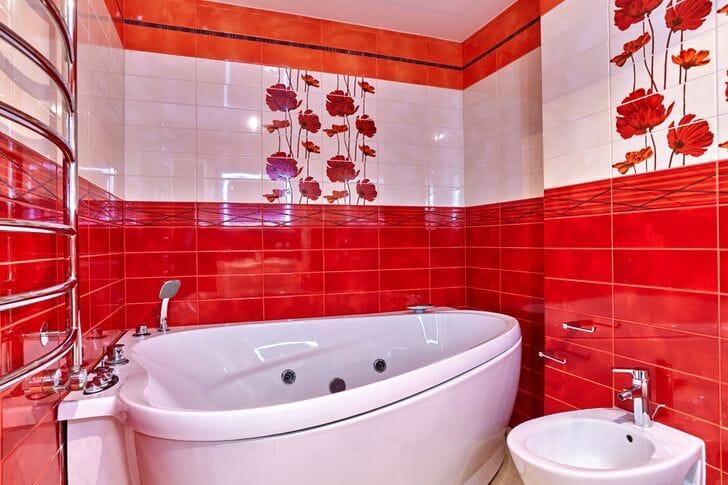 hình ảnh gạch ốp lát phòng tắm màu đỏ, cam, tráng, dán hoa