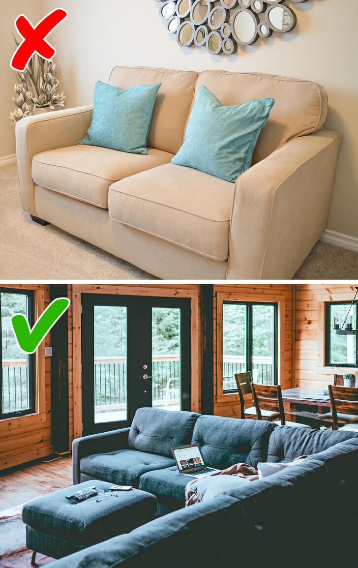 hình ảnh phòng khách với ghế sofa màu trắng kê sát tường và phòng khách với ghế sofa xanh kê giữa nhà