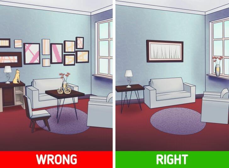 hình ảnh phòng khách với rất nhiều tranh treo tường nhỏ và phòng khách sang trọng hơn với chỉ một bức tranh tường lớn