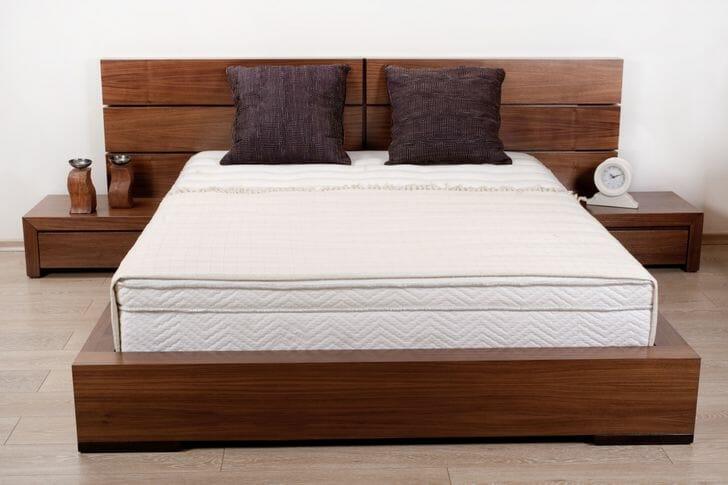 hình ảnh cận cảnh kiểu giường có đế rộng